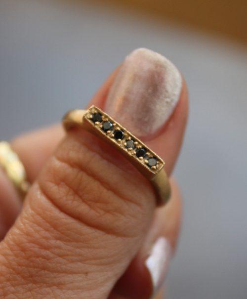 טבעת זהב 14K מלבנית יהלומים שחורים